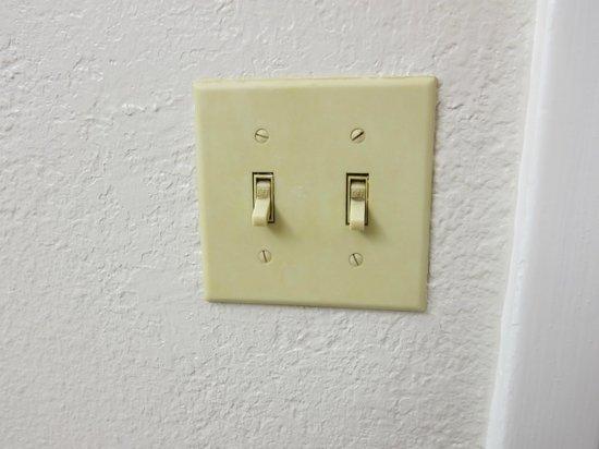 La Quinta Inn Corpus Christi North:                   dirty light switches