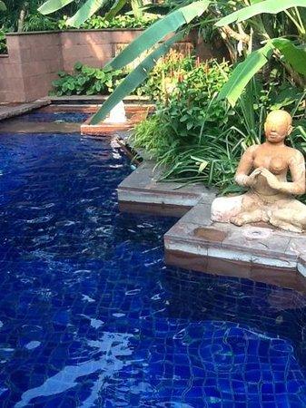 โรงแรมเชอราตัน แกรนด์ สุขุมวิท:                   swimming pool