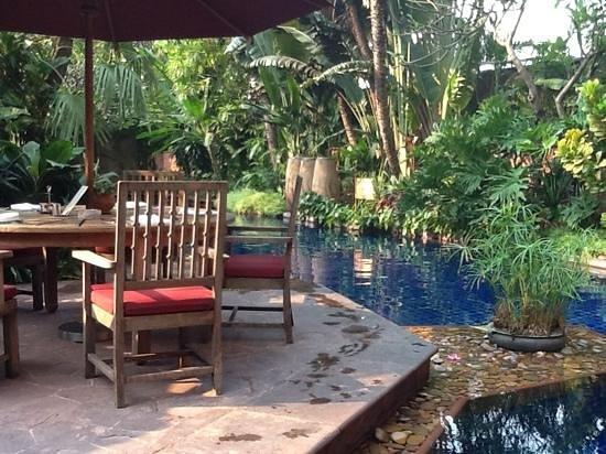 โรงแรมเชอราตัน แกรนด์ สุขุมวิท:                   Breakfast by the Pool