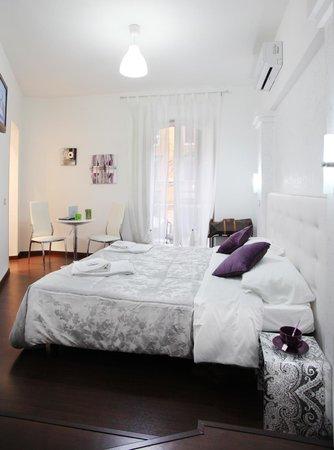 B&B Roma Cheap&Chic: White room