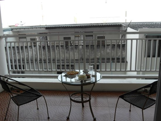 Baan Klang Hua Hin Condo & Resort:                   no privacy from the balcony