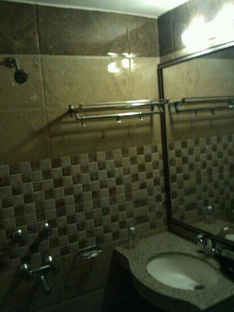 Hotel Kalyan:                   bathroom