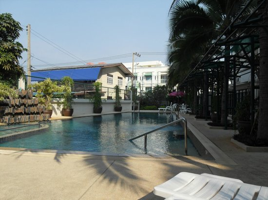 Baan Klang Hua Hin Condo & Resort:                   rear swimming pool backs on to a noisy side street