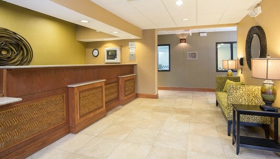 Best Western Plus Mishawaka Inn : Front Desk
