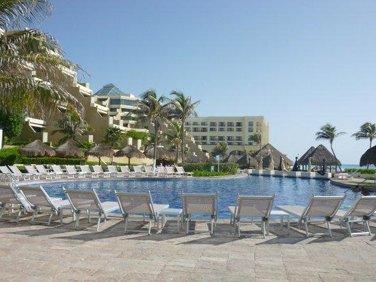 Paradisus Cancun:                   Piscina