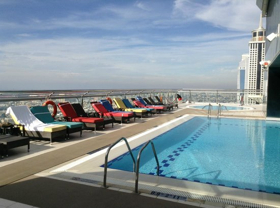 Four Points by Sheraton Sheikh Zayed Road, Dubai :                   Rooftop pool