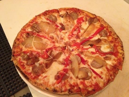 Amari Bar & Ristorante:                                     Sicilian pizza