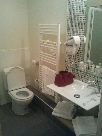 Hotel le Majestic:                   Baño renovado