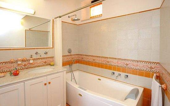 La Dolce Vita: Bath