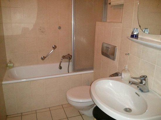 Continental Pfälzer Hof:                   Badezimmer