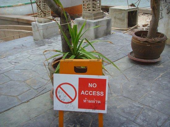 The Regent Cha Am Beach Resort:                   no way in                 