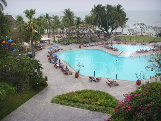 The Regent Cha Am Beach Resort:                   pool in evening and sea beyong