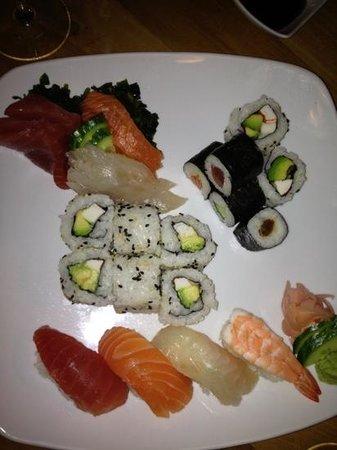 Cafe Japonais :                   sushis, sashimis et california rolls