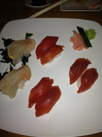 Cafe Japonais :                   sashimis et nigiris