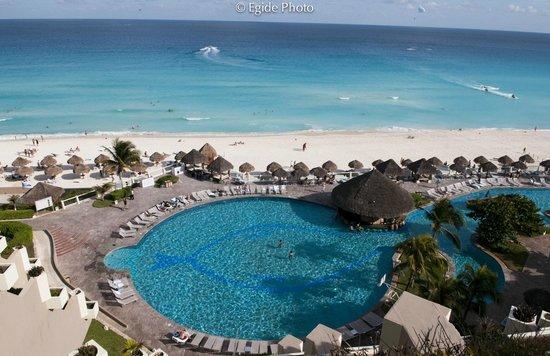 Paradisus Cancun:                   Very Nice ocean color...