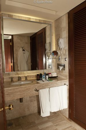 Paradisus Cancun:                   Very clean and nice bathroom...