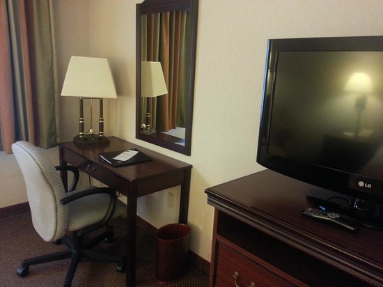Clarion Hotel Seattle Airport :                   Small work desk---WIFI worked well for me