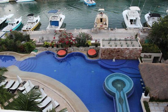 Aventuras Club:                   VIEW FROM THE ROOFTOP AT MARINA