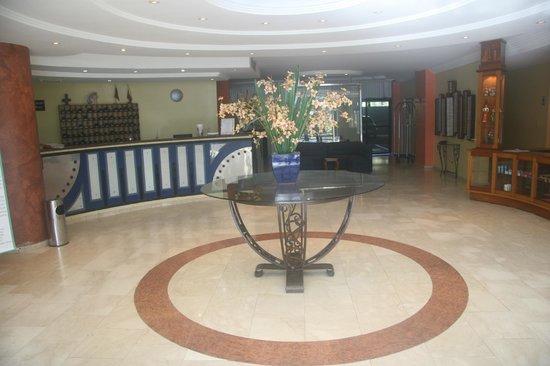 Hotel Emperador :                   loby