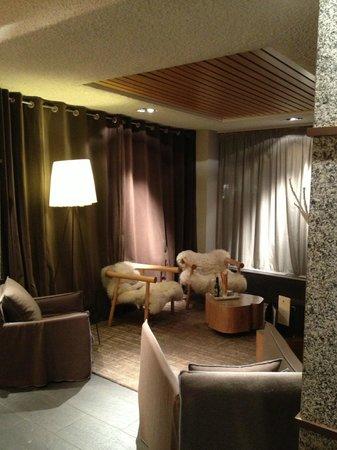 โรงแรมเลอมอร์เกน:                   bar