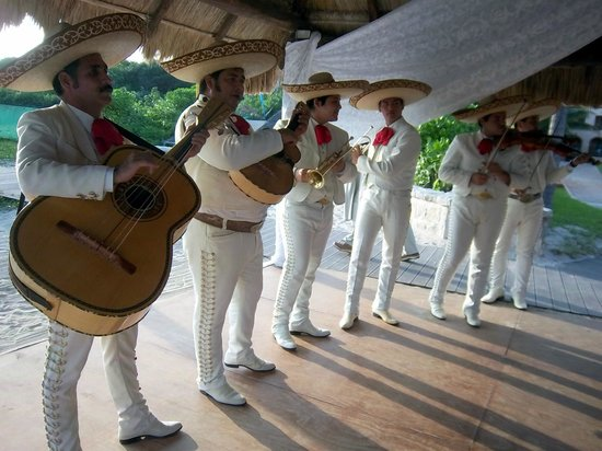 Sandos Playacar Beach Resort:                   Mariache band for wedding