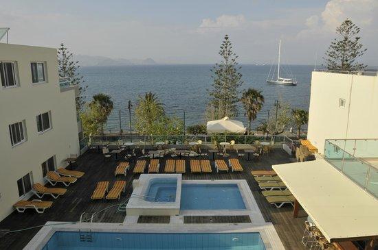 Bristol Sea View Hotel Apartments: pool  - sun teracce