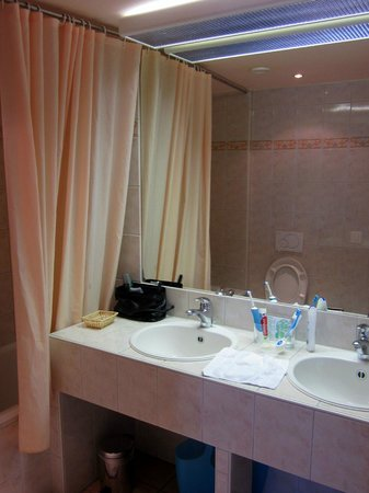 Hotel Silberhorn:                   Bathroom
