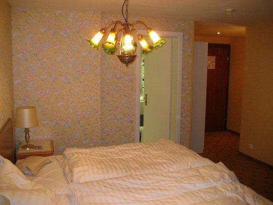 Hotel Silberhorn:                   Hotel Room