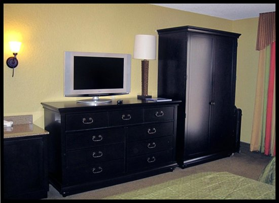 Embassy Suites by Hilton Fort Lauderdale 17th Street:                   ROOM: 227 - 2 Queen Bed Suite - Bedroom