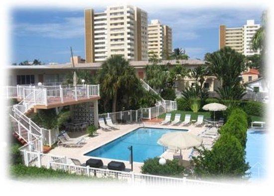 Floranada Condominiums : pool