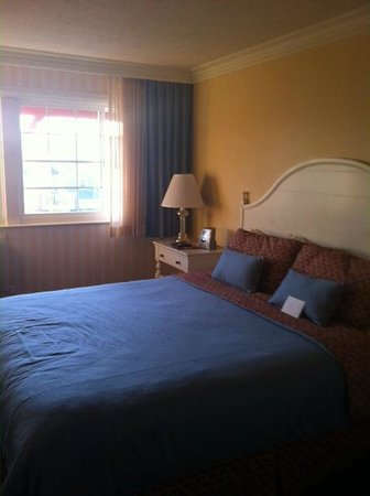 Bay Shores Peninsula Hotel :                   Room 303