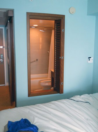 The Westin Beach Resort, Fort Lauderdale:                                                       Westin Bathroom with shutter window and do
