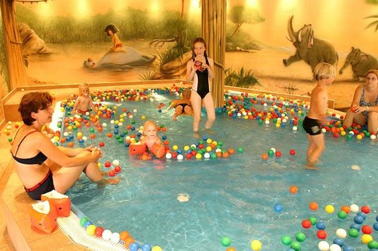 KinderHotel Post:                   Indoor pool