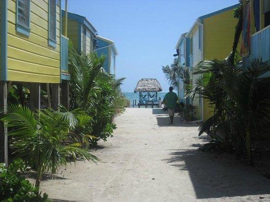 Colinda Cabanas : Looking toward the beach