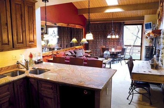 Junipine Resort: Living room / kitchen