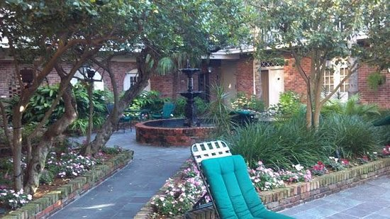 Best Western Plus French Quarter Landmark Hotel :                   Center Courtyard
