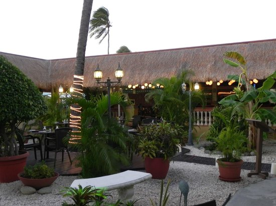Manchebo Beach Resort & Spa:                   Ike's bistro