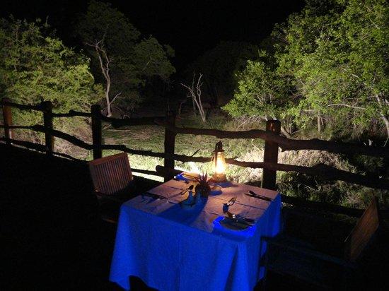 Kapama River Lodge :                                     Jantar ao luar