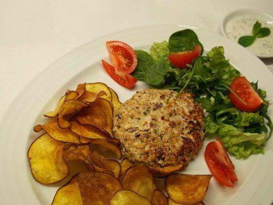 Fabulas: Chicken hamburger with sweet potato chips