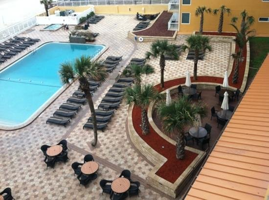 Holiday Inn Resort Daytona Beach Oceanfront:                   Pool and hot tub