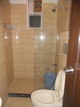 โฮเต็ล เอแมกซ์ อินน์: Bath