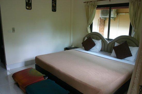 Tanamas House:                   Room interior