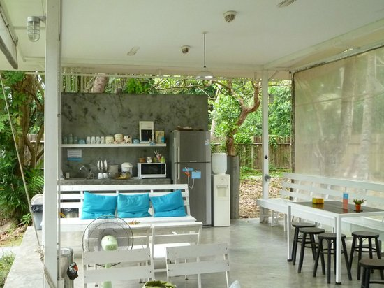 Glur Hostel:                   the open plan kitchen