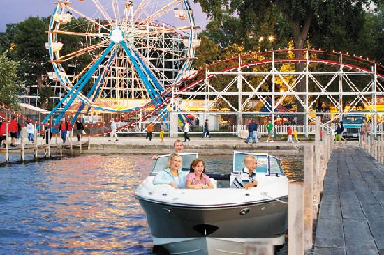 Αϊόβα:                   Arnolds Park Amusement Park on Lake Okoboji, Arnolds Park