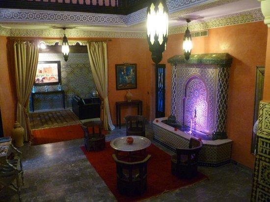 Villa Amira et SPA:                   entrance hall