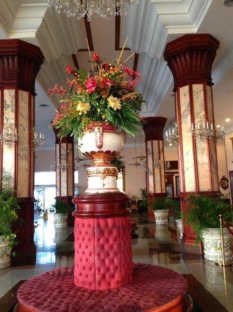 Hotel Riu Palace Paradise Island:                   Riu Palace Lobby