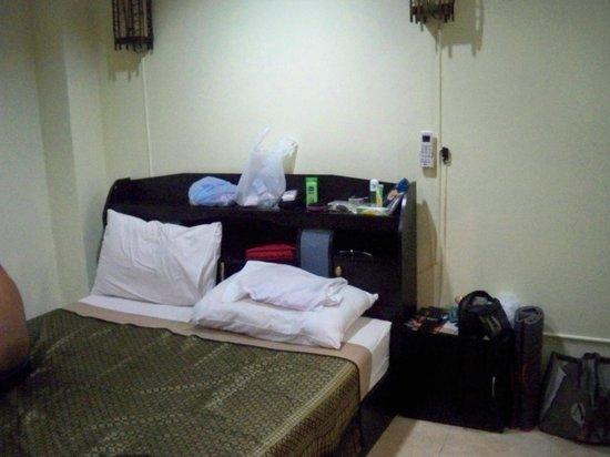 Living Room Guesthouse:                   chambre tete de lit
