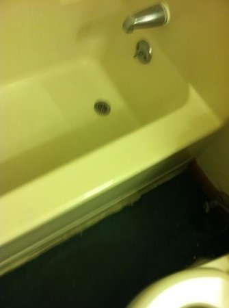 Americas Best Value Inn - Frankfort:                   bathtub