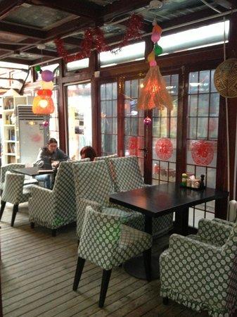 Happy Dragon Courtyard Hostel :                   Bar area