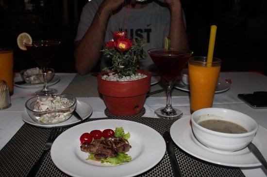 Coral Beach Club:                   Dinner :)